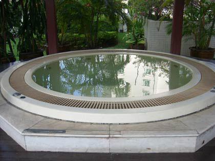 Asa-Garden-hot-tub