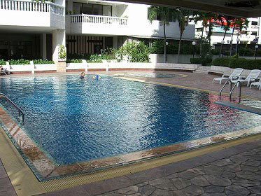 Asa-Garden-swimming-pool